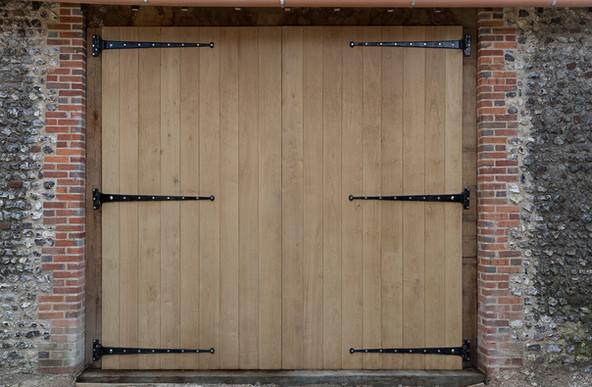 Huge oak barn doors, T hinges