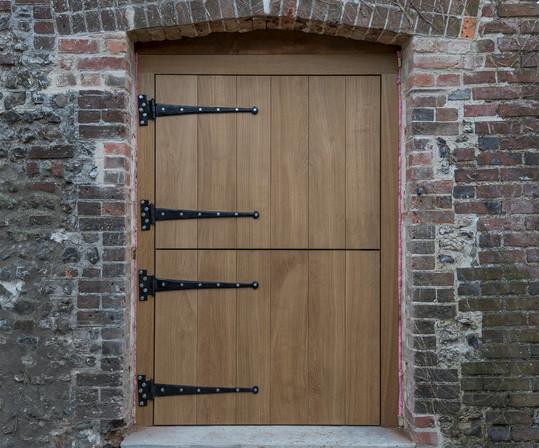Oak doors to barn, T hinges