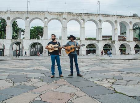 Os violeiros Lucas Reis e Thácio lançam projeto inusitado #SemFiltro em vários centros urbanos