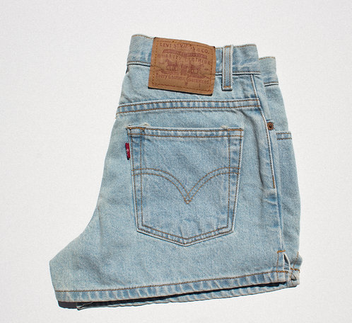 "27/28"" 90s Levi's Perf Lightwash Denim Shorts"
