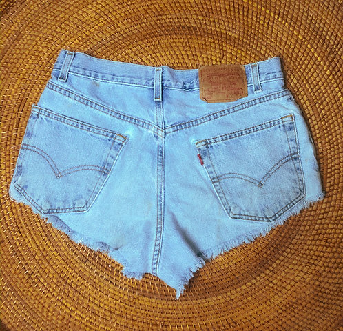 "31"" Vtg Levi's 550 Lightwash Denim Cutoffs"