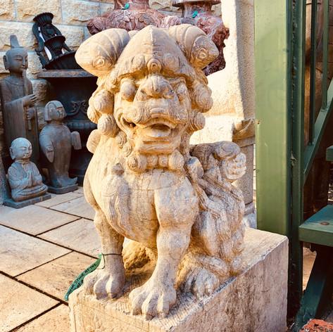 Stone antique craved lion door hinges