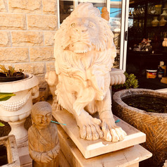 Pair marble lions on plinth