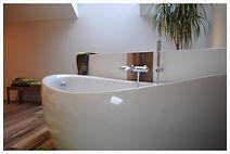 Très belle salle de bain zen et détente au gîte Céleste