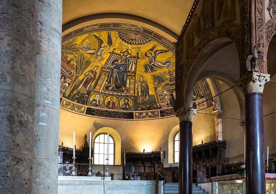 Apse of Sant'Ambrogio Milan Italy.jpg