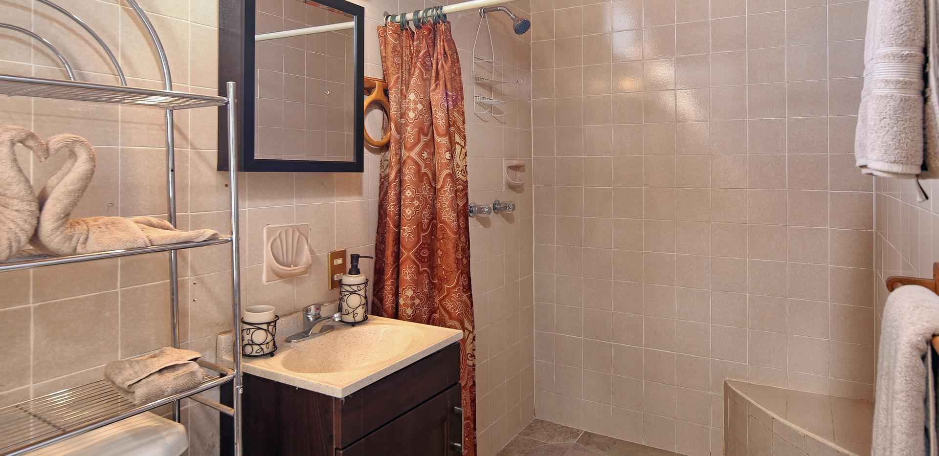 sonrisas bathroom.jpg