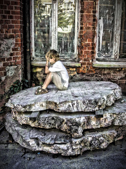 Ruine mit Kind