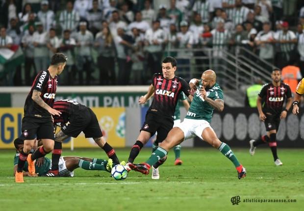 Palmeiras vence e entra na briga pelo título