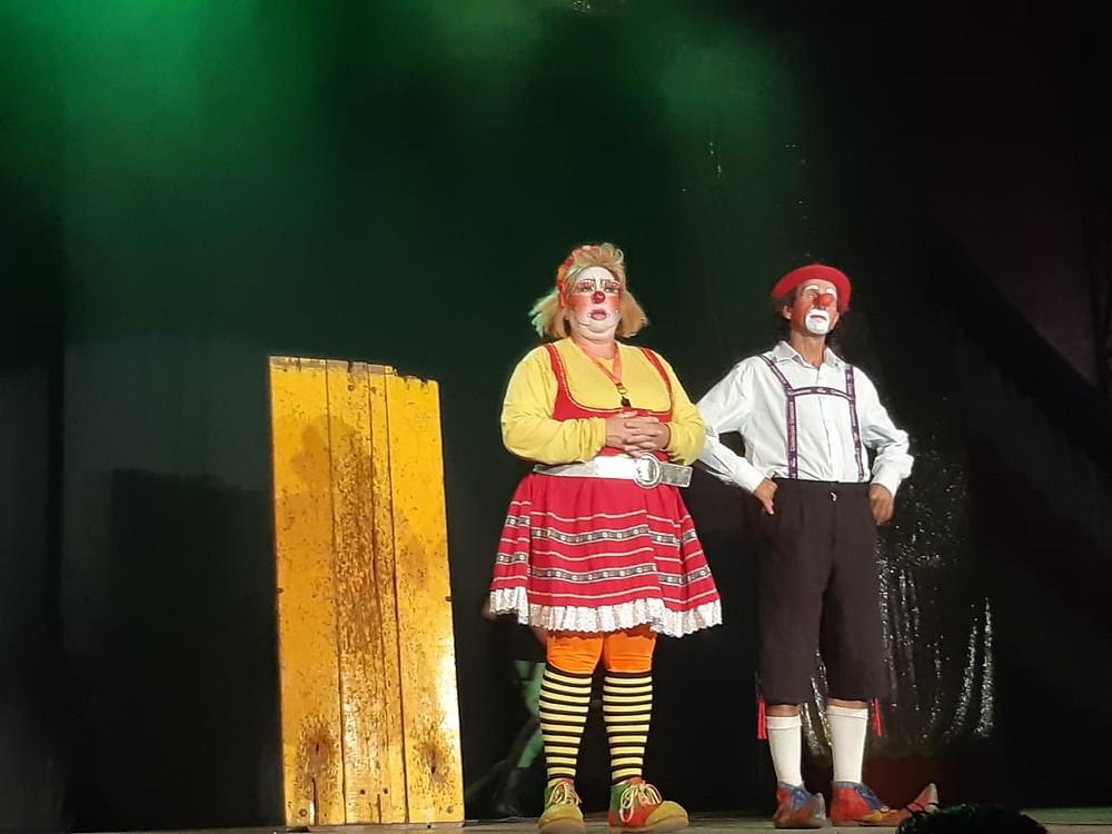 Circo faz três espetáculos por dia no feriado