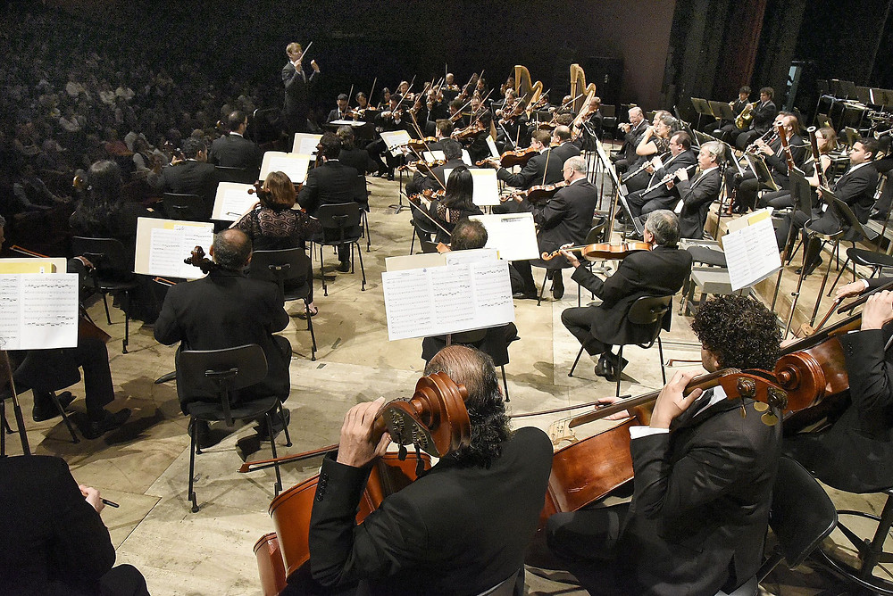 Sinfônica do Paraná toca Villa-Lobos e Shostakovitch