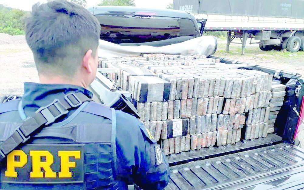 Polícia apreende 650 kg de cocaína em caminhão