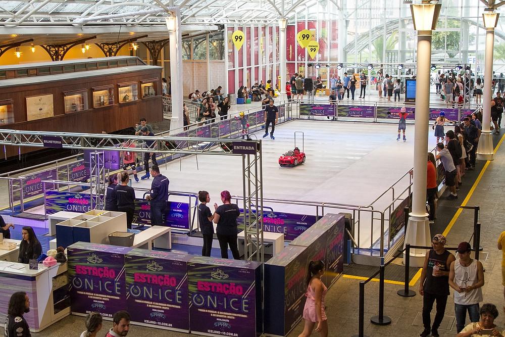 Shopping Estação tem espaço para patinação no gelo