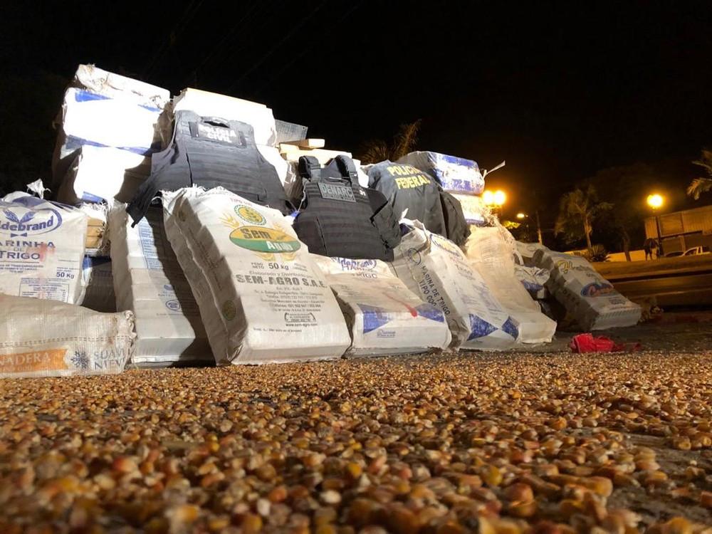 PF apreende 3 toneladas de maconha em caminhão no Paraná