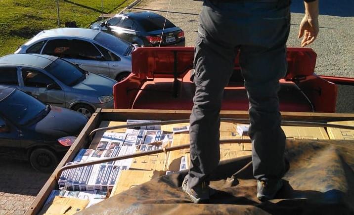 Caminhão é flagrado com 400 mil maços de cigarros contrabandeados