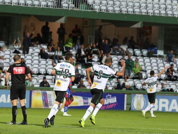Coxa encerra o ano com vitória sobre o Fortaleza