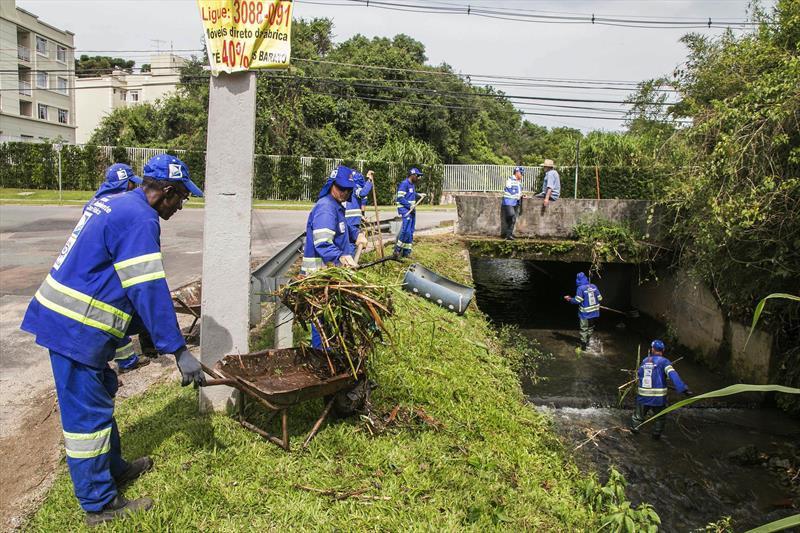 Prefeitura de Curitiba faz ação para evitar enchentes