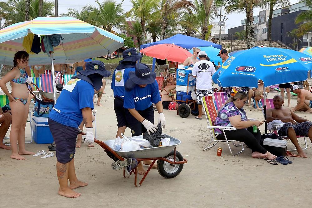 Sanepar retira 170 toneladas de lixo das praias do Paraná