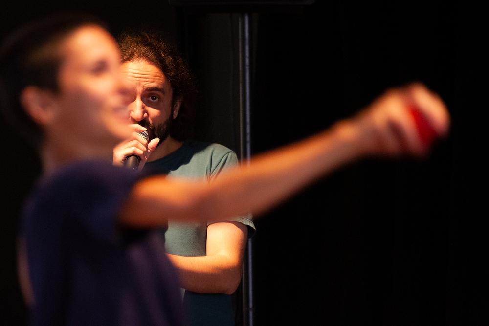O público toca, a bailarina dança estreia em Curitiba