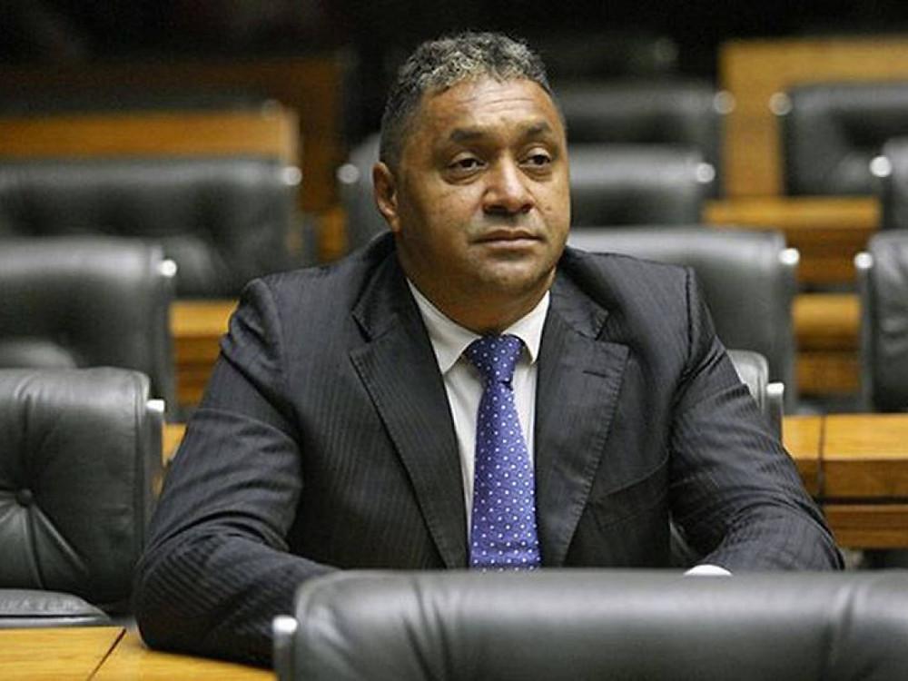 Partido convence Tiririca a disputar eleição