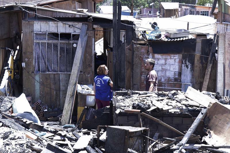 Vítimas de incêndio na CIC receberão auxílio-moradia da Cohab