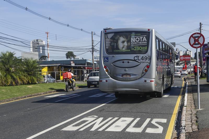 Faixa para ônibus começa a valer na Mário Tourinho