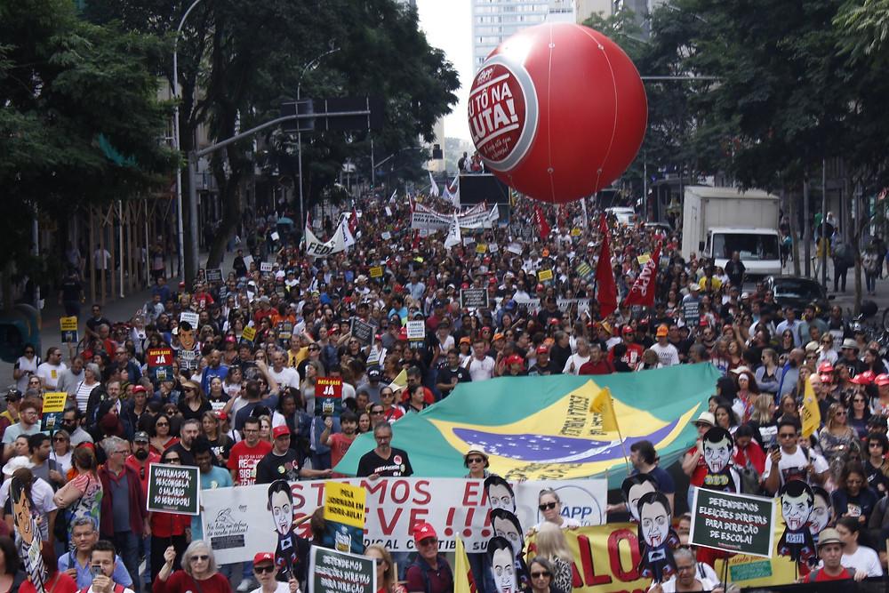 Servidores estaduais fazem protesto pela reposição