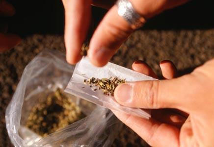STF vota processo que libera porte de drogas para consumo
