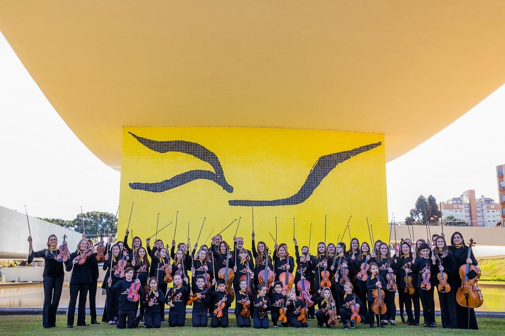 Teatro Positivo recebe concerto da Orquestra Suzuki Curitiba
