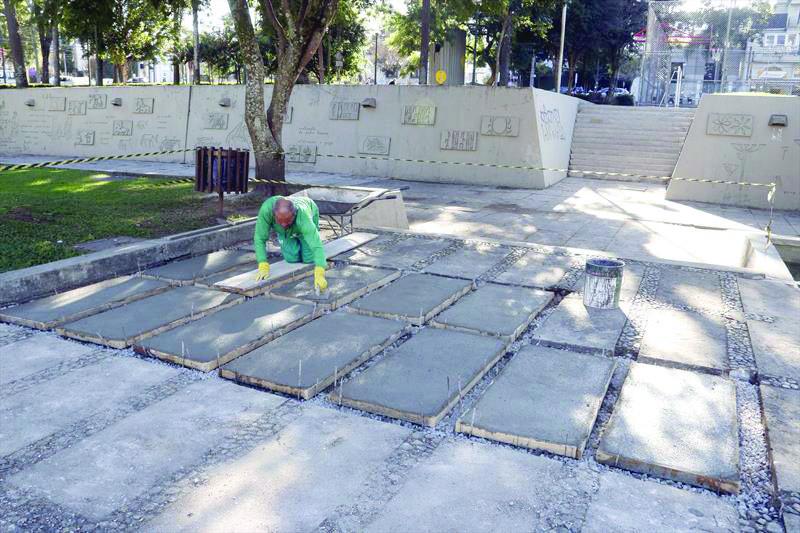 Prefeitura recupera piso antigo da Praça 29 de Março