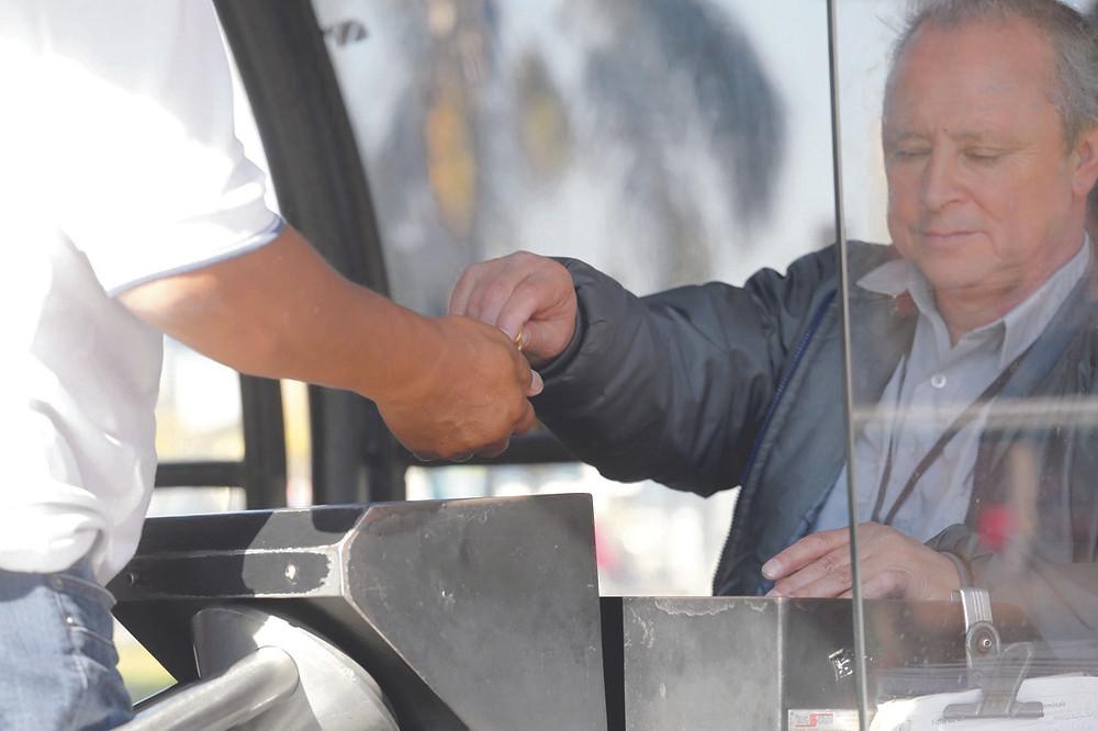 Cobradores de ônibus serão substituídos em quatro anos