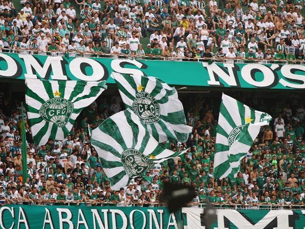Coritiba decide clássico com torcida única contra o Paraná
