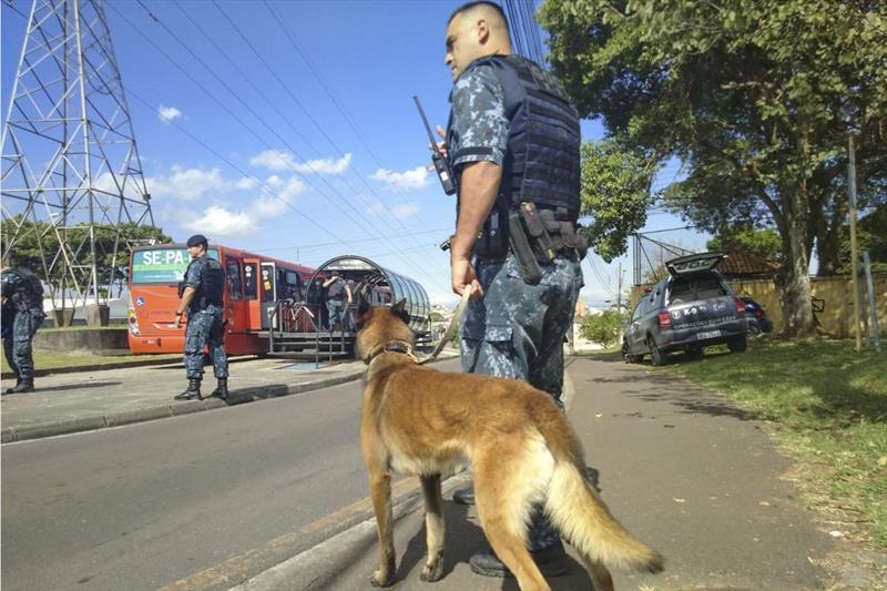 Guarda Municipal faz operação preventiva em ônibus de Curitiba