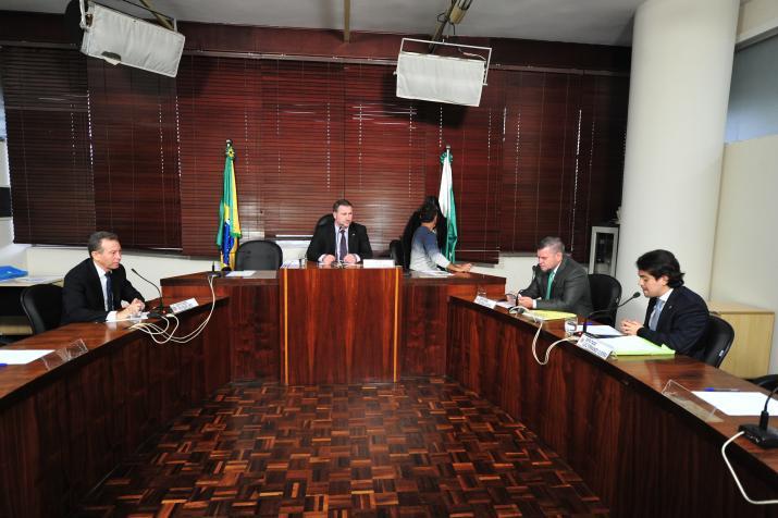 Escola Sem Partido no Paraná tem votação adiada