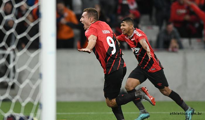 Athletico elimina Fortaleza com gol no final