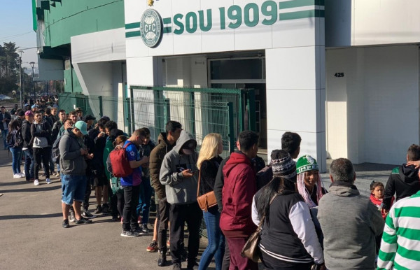 Coritiba vende 10 mil pacotes de ingressos para próximos jogos