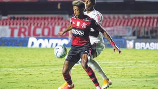Flamengo perde, mas conquista o título brasileiro