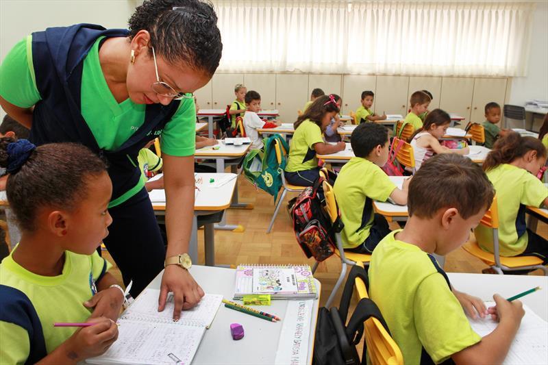 Prefeitura de Curitiba chama mais 380 novos professores