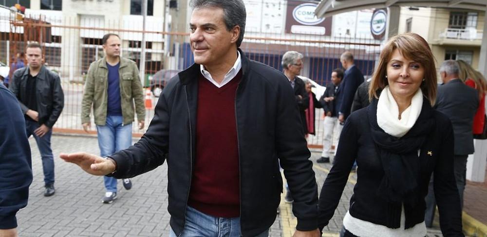 Beto e Fernanda Richa são condenados por gastar dinheiro público em viagem