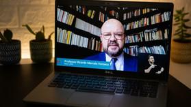 Reitor da UFPR apresenta pesquisa da vacina aos vereadores