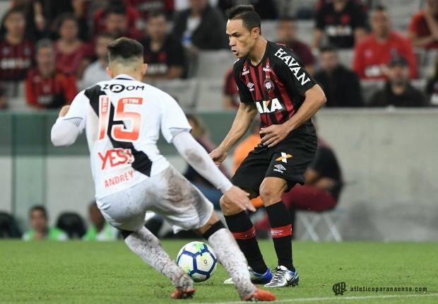 Atlético passa pelo Vasco e já está em 13º