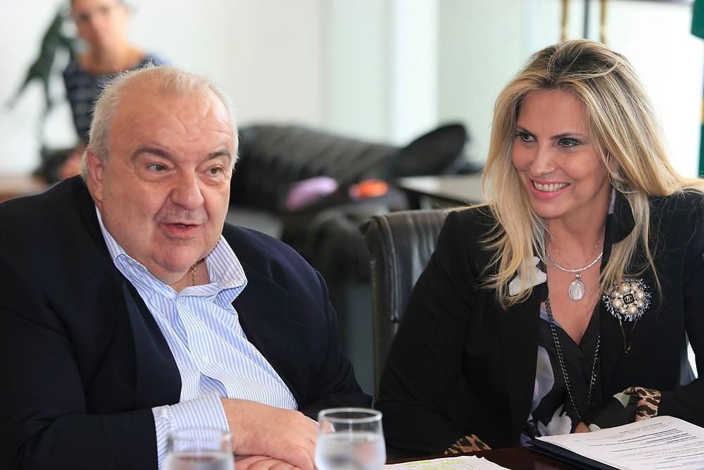 TRE-PR proíbe propaganda eleitoral de Cida com Greca