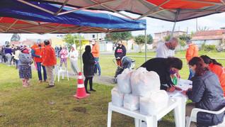 Defesa Civil de São José distribui mais de duas toneladas de alimentos