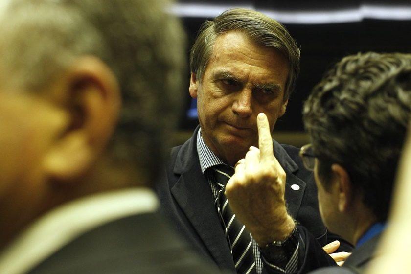 Técnicos do TSE apontam inconsistências nas contas de Bolsonaro