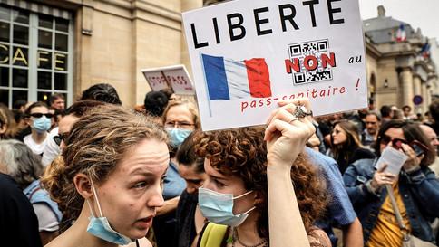 Manifestantes na França protestam obrigatoriedade da vacinação