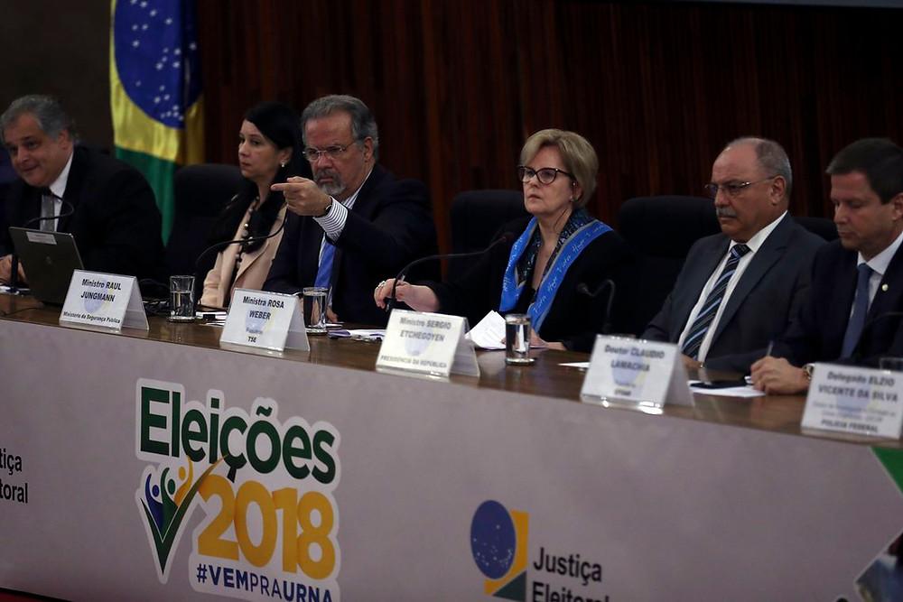 Rosa Weber ignora denúncia da Folha e fala das urnas eletrônicas