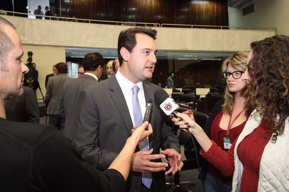 Ratinho Junior propõe redução de repasses ao Legislativo
