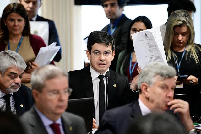 Senadores derrubam decreto das armas