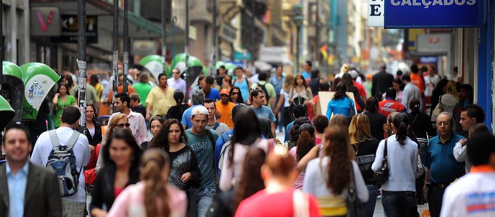 População brasileira deve chegar a 233,2 milhões em 2047