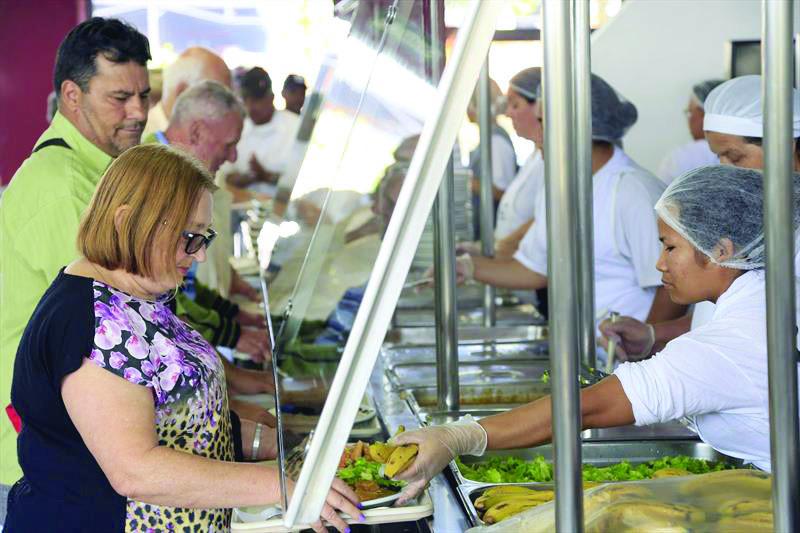 Restaurante Popular passa a R$ 3 e cria voucher social