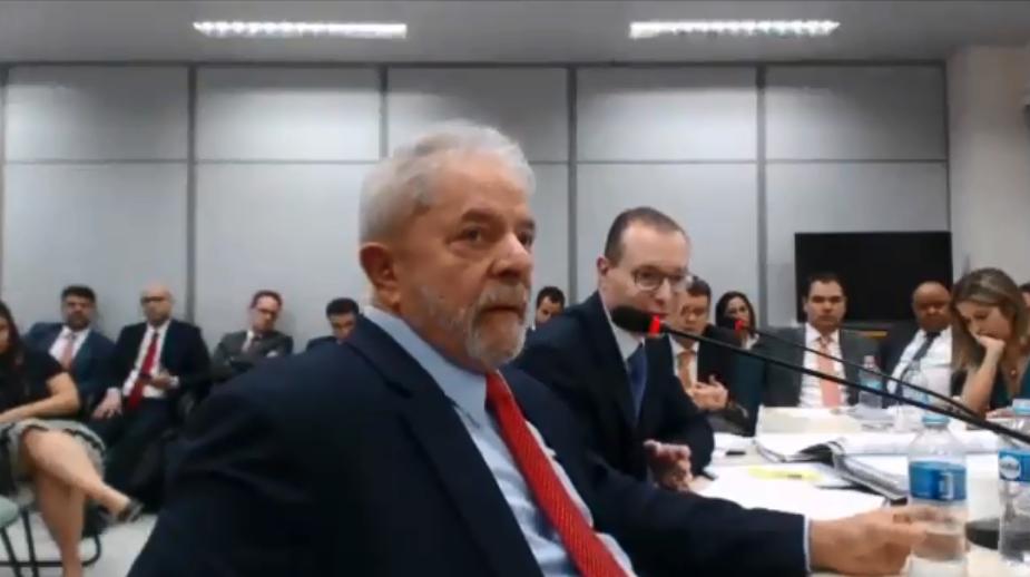 Lula fica calado em depoimento à Polícia Federal